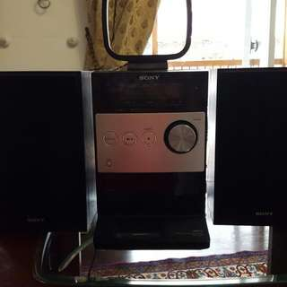 Sony Cd, Radio, Mp3 Player With 2 Speakers