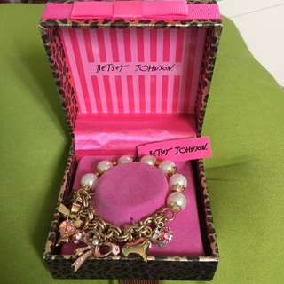 BNWT Betsey Johnson Bow Bracelet
