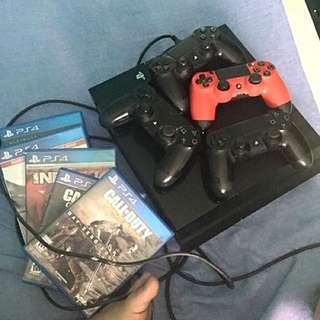 Ps4 with 4 controller and 5 games