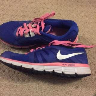 Nike dual fusion runners