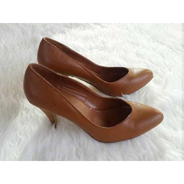 100% AUTHENTIC Dotti shoes