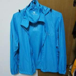 水藍色休閒風衣外套