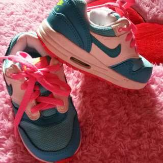 NIKE KIDS SHOES 100% AUNTHENTIC