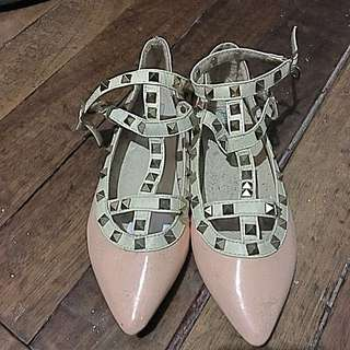 Flat shoes with studs