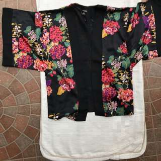H&M KIMONO OUTER Size small fits To L