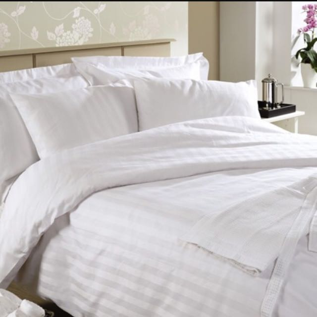 Bed Cover and sprei merk vallery