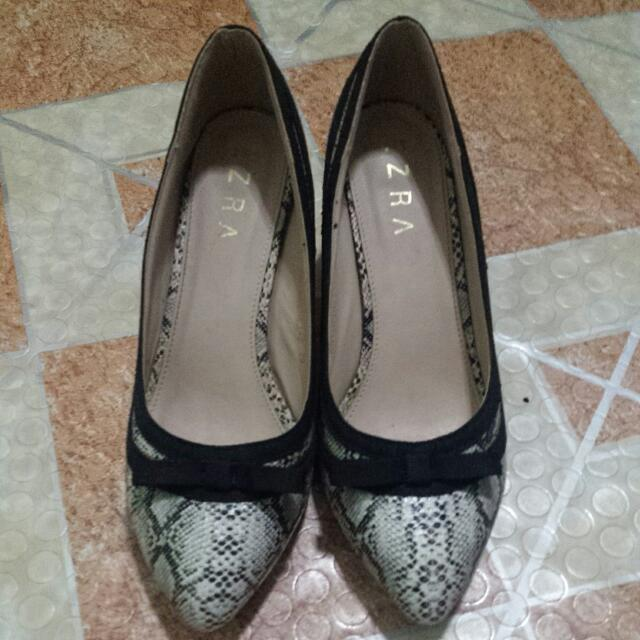 Black And Gray Heels Ezra ( Zalora Brand)