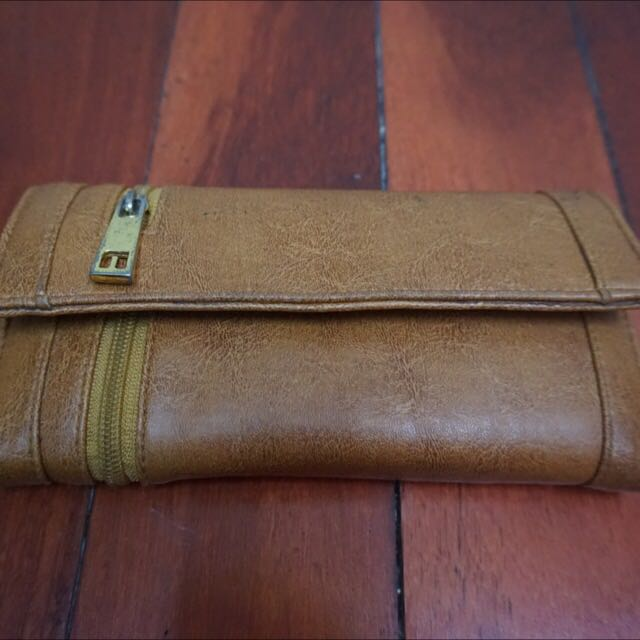BROWN RUSTIC WALLET
