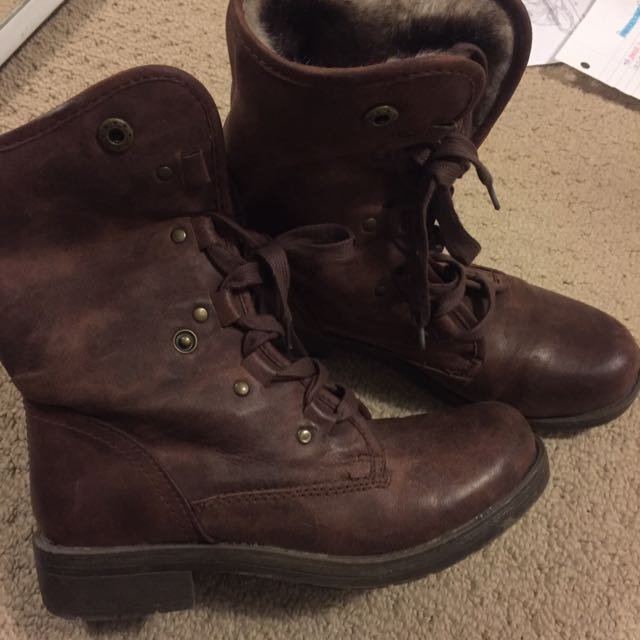 Combat boots with fur inside