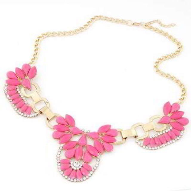 Gemstone Decorated Flower Necklace