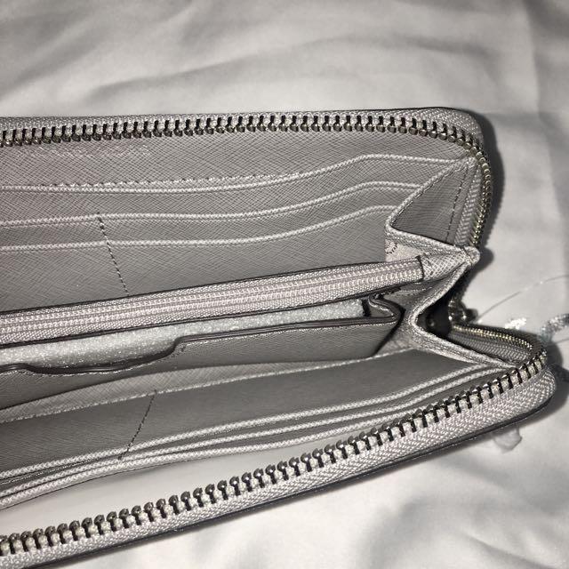 Authentic Michael Kors Jet Set Travel Continental Wallet