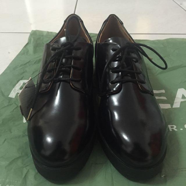 全新-Pull&bear 黑色低跟皮鞋 40號