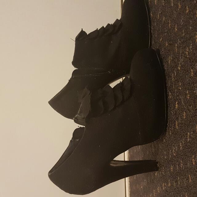 Ruffle Heels Size 5