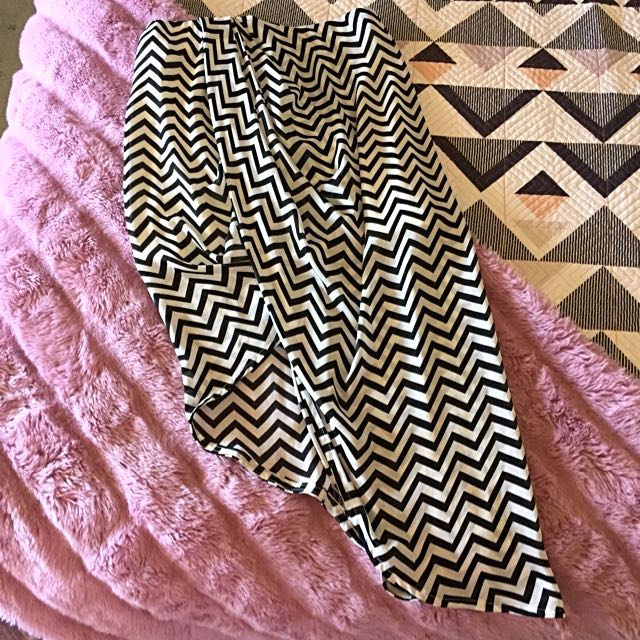 Size 10 Skirt Black And White Pattern