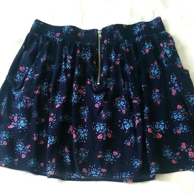 Skirt Ft. Front Pockets