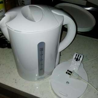 Kettle (bought on US holiday)