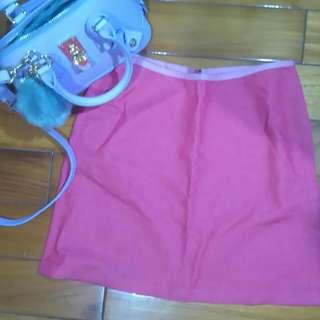 韓妞硬挺粉色窄裙