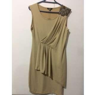 Elastic mustard bodycon dress