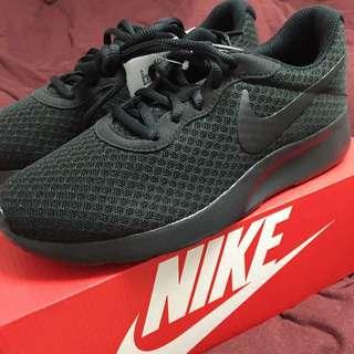 NIKE全新全黑運動鞋