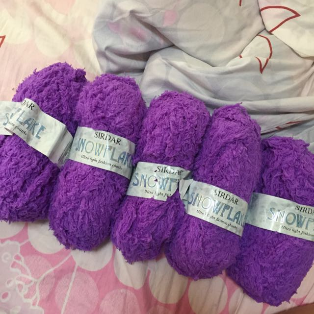 5 Balls Of Purple Snowflakes Light Weight Chunky Yarn