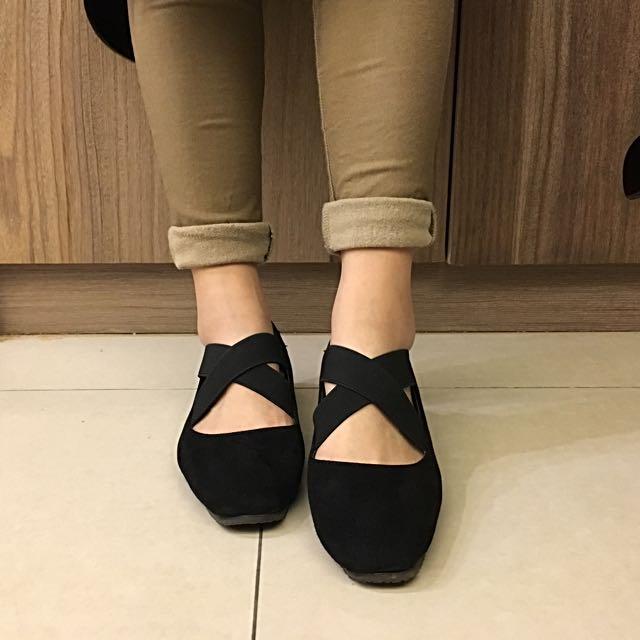 交叉平底芭蕾舞鞋