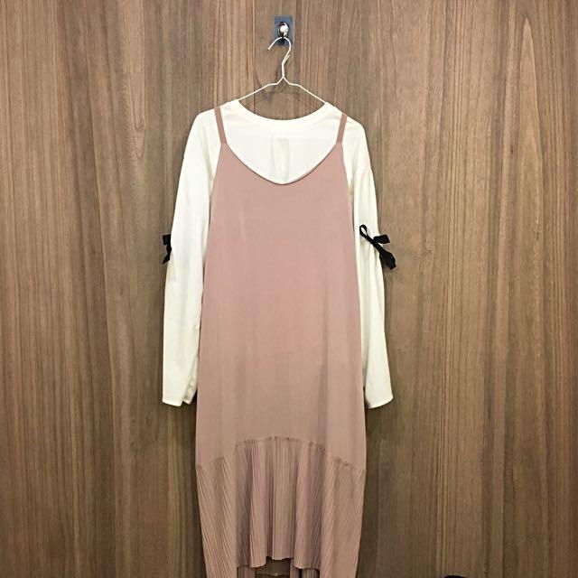 白色簍空袖 / 粉色吊帶裙