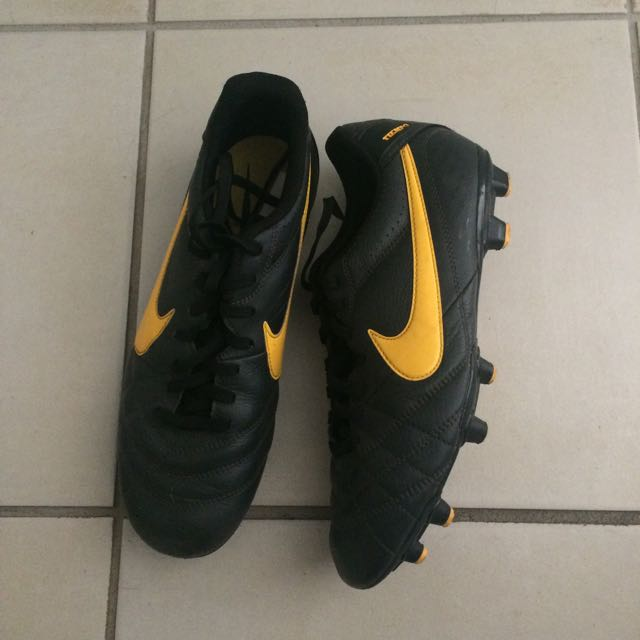 AUTHENTIC Nike Soccer Boots