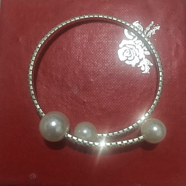 Bangle With Pearl And Gems