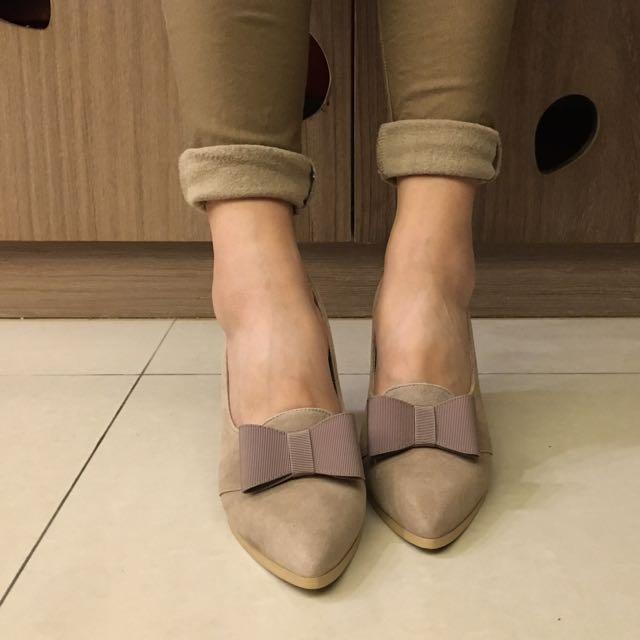 BESO 裸色蝴蝶結跟鞋