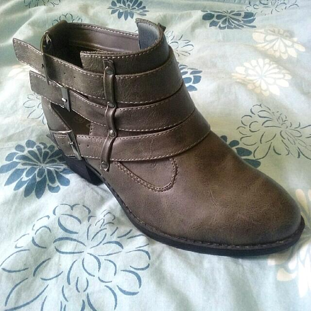 Brand New! Debut Booties Sz 6