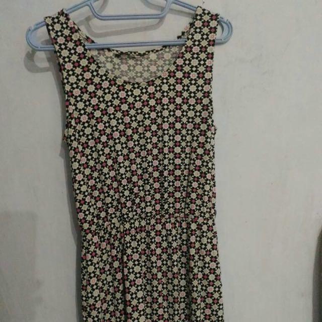 Dress Selutut Monochrome