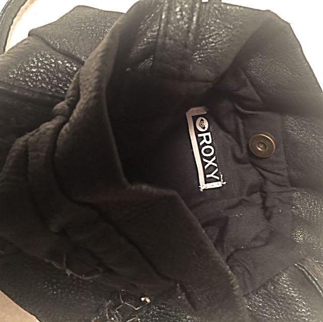 Purse/mini-bucket bag cross over faux Leather