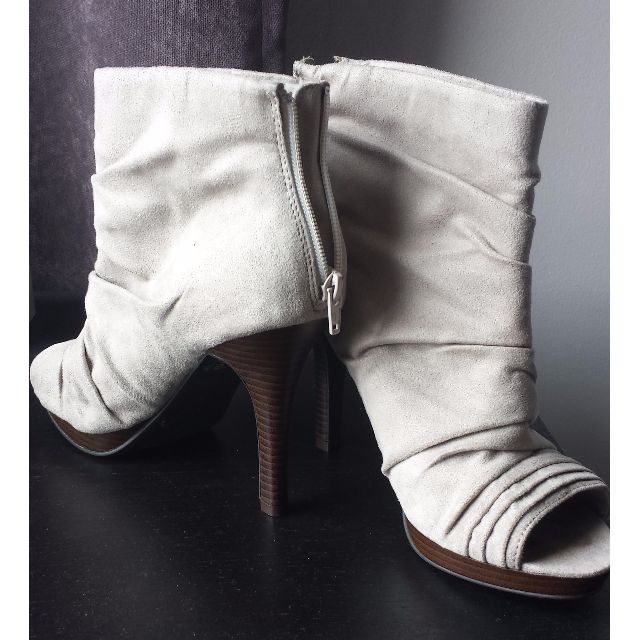 Cute peep-toe heels in taupe