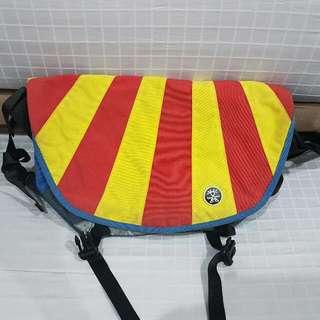 Tas Selempang/Messenger Crumpler The Barney Rustle Blanket Biru Merah Kuning