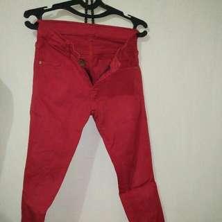 Jeans Merah
