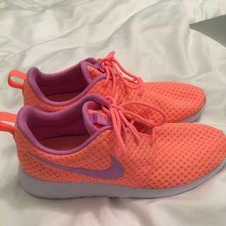 Nike Roshes Size 8