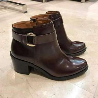 ZARA 💯 % Authentic Code : Zara Boot 7140 IDR. 280.000 Color : Brown   Size 36(2),37,38(2)