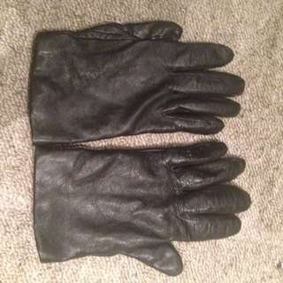 Lord and Taylor Leather gloves