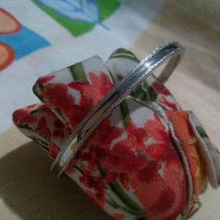 bangle with diamond like engraving effect
