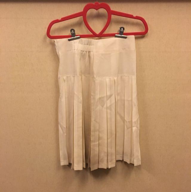 白色及膝百褶裙