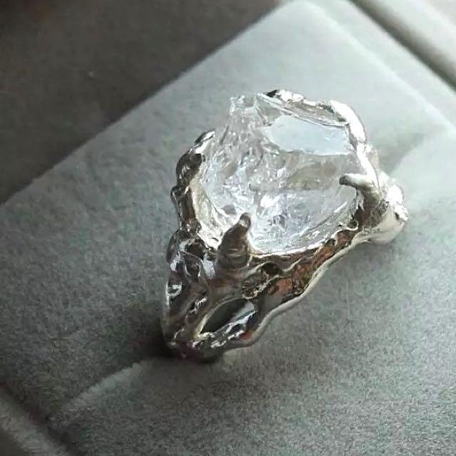 手工製作 重量級 純銀白水晶戒指 (可以免運代購,還有黑色版本)