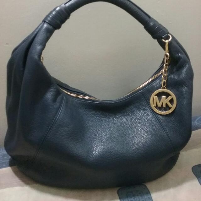 40935641ae38 authentic MK hobo bag on Carousell