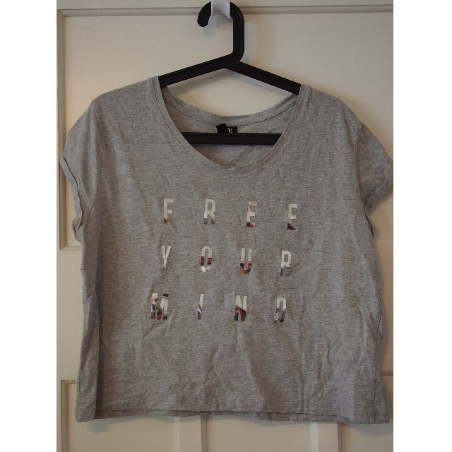 Cotton On grey crop top with shiny writing 'free your mind' size 10