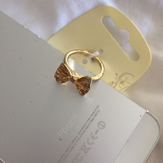 Cute Gold Bow Ring
