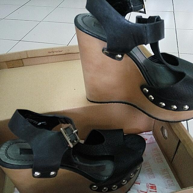 Nose T Bar Studded Wedges (Size 39)