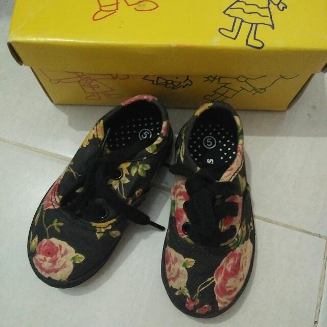 Sepatu Keds Flower 83e25c285b