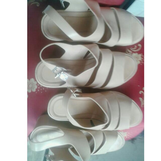 Sepatu Sendal (1 Paket 60.000)