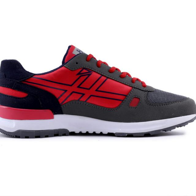 Sepatu Sport Sneakers H5111 Preloved Fesyen Pria Di Carousell