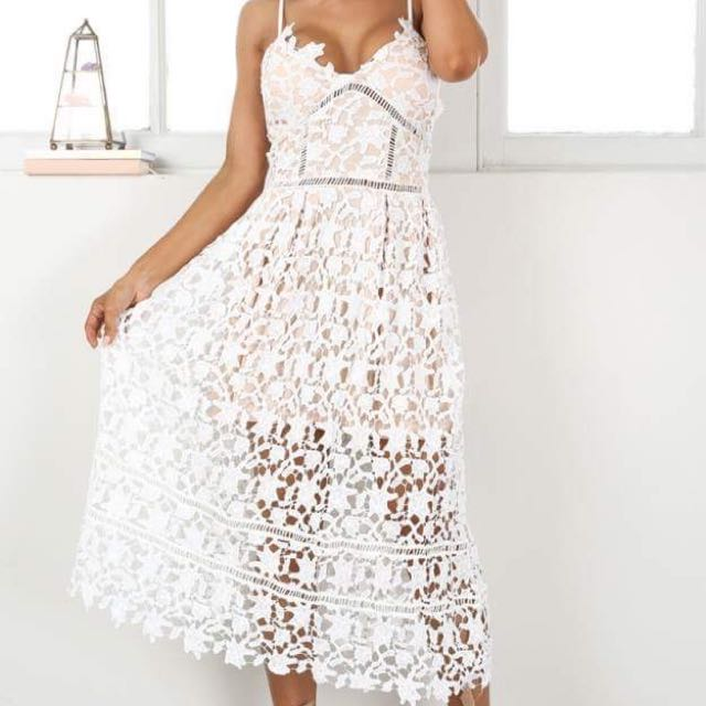 Size 6 Lace Showpo Dress