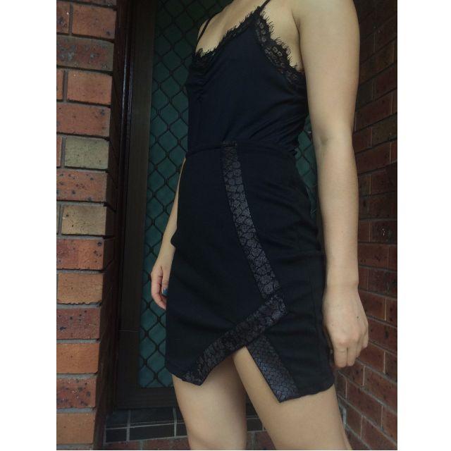 Size 6 Mini Hi-waisted Mini Skirt